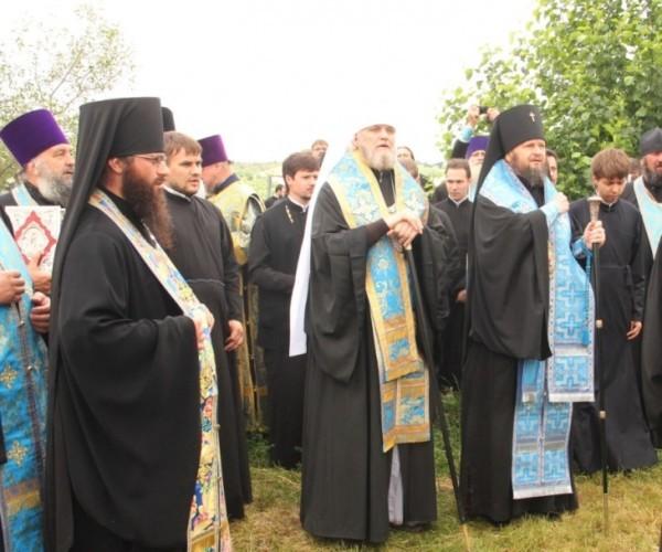 На границе России и Украины помолились о мире