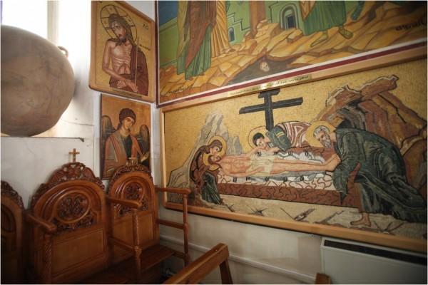 Мозаичные иконы часто встречаются в местных храмах