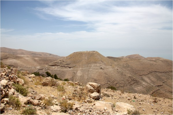 Мукавир. На вершине горы сохранились руины дворца Ирода