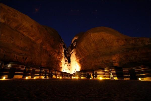 Туристический лагерь в пустыне