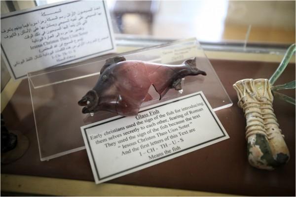 Экспонат Национального археологического музея Аммана — стеклянная рыба, один из первых символов раннехристианского искусства