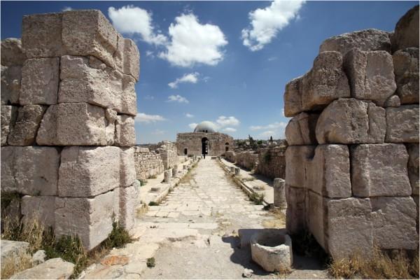 Вестибюль дворца Аль-Каср (Аль Казер) — единственная относительно сохранившаяся его часть