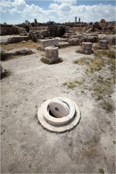 Руины на месте дворца Аль-Каср, включавшего в себя комплекс монументальных ворот, крестообразный зал для приемов и несколько сводчатых залов