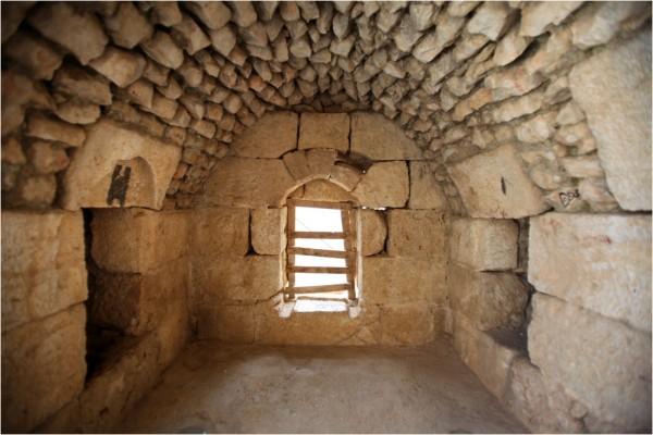Замок в Аджлуне. Одна из бойниц