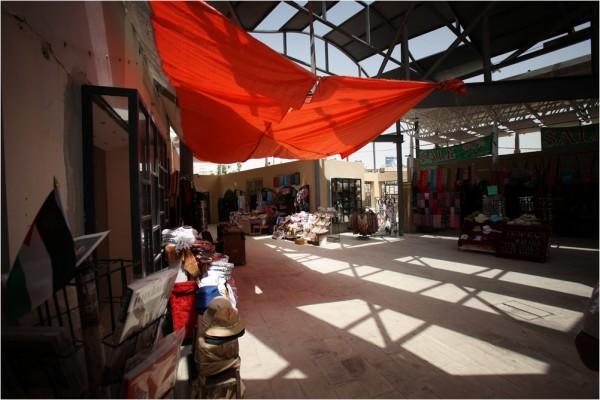 Сувенирные магазины — неотъемлемый атрибут любого туристического места