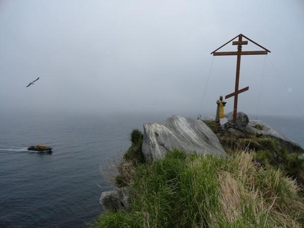 На мысе Чирикова установлен поклонный крест (+ФОТО)