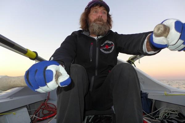 Священник Федор Конюхов вернулся в Москву, переплыв Тихий океан на весельной лодке