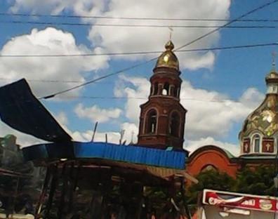 В Славянске собор обстреляли во время воскресной литургии