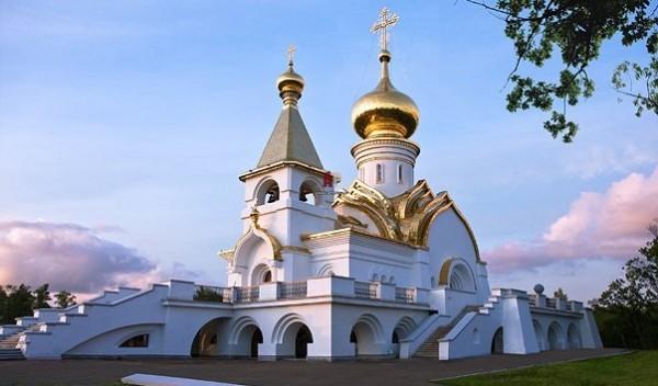 Прихожане храма в Хабаровске оказывают помощь в переезде и обустройстве беженцев из Украины