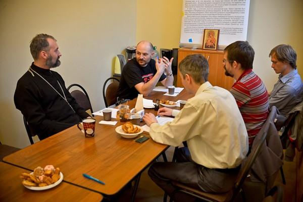 При отделе по делам молодежи Санкт-Петербургской епархии появился клуб молодых отцов