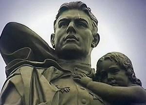 Воин с девочкой и Христос с Богоматерью на руках