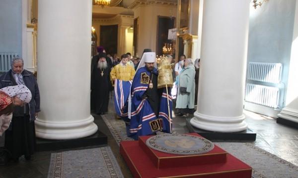 Митрополит Иларион: Невозможно совместить христианскую жизнь с жизнью по стихиям мира сего