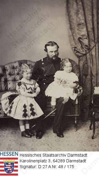 Великий герцог Гессен-Дармштадтский Людвиг IV с дочерьми Эллой и Викторией