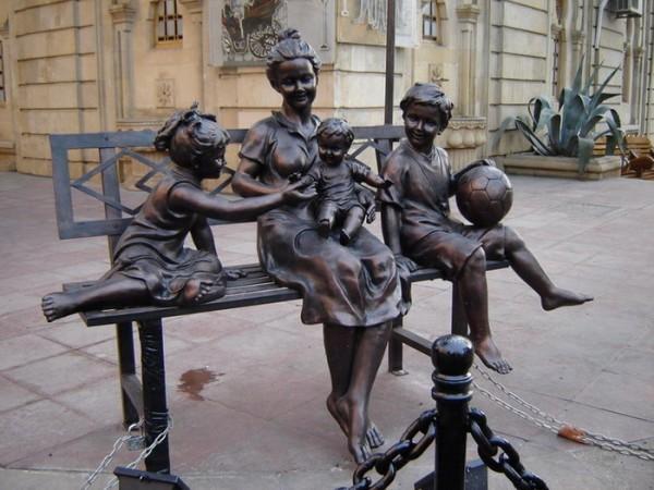 Памятник материнству в Хельсинки, Финляндия