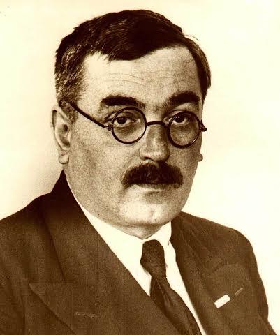 Академик Владимир Александрович Фок заведовал кафедрой теоретической физики Ленинградского университета.