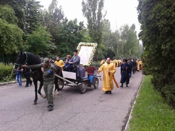 Крестный ход на празднике Благословение вод в Пятигорске. Вот и казаки.