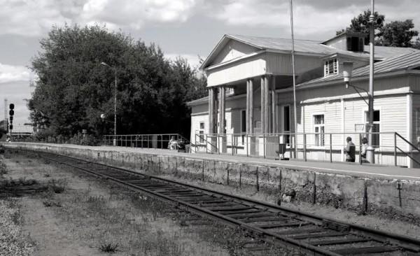 Железнодорожный вокзал сегодня такой же, каким был в 1961 году, когда мы приехали в Арзамас-16.  Увидев его, моя жена Лидия Александровна сказала: «Ну что, завтра надо отсюда уезжать». Но мы остались.