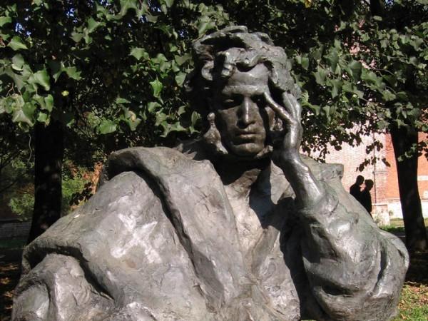 В Псковской области открыли мемориальную доску в память солдат, спасших заминированную могилу Пушкина