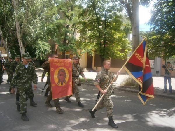 Повстанцы на улицах Славянска