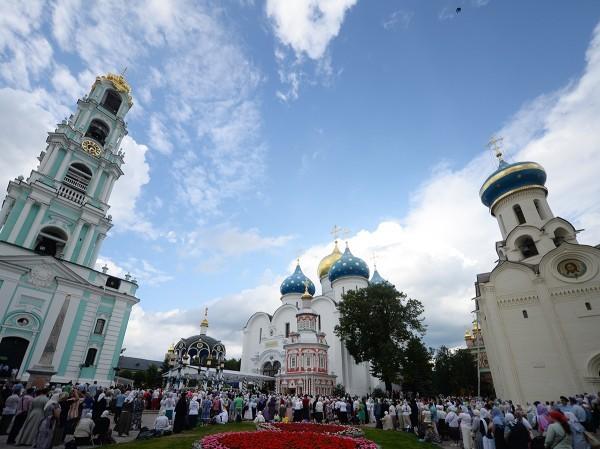 Патриарх Кирилл совершил всенощное бдение на Соборной площади Троице-Сергиевой лавры (+ФОТО)