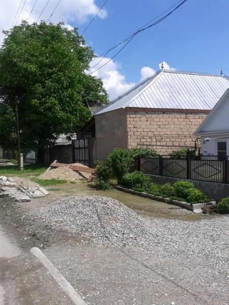 Баксан. Типичный кабардинский дом - без окон на улицу.