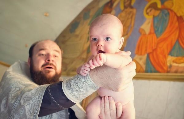 Зачем нужно крестить маленького ребенка