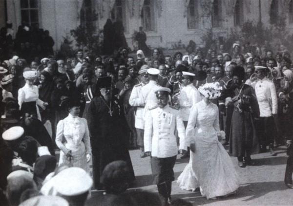 Царская семья на прославлении преподобного Серафима