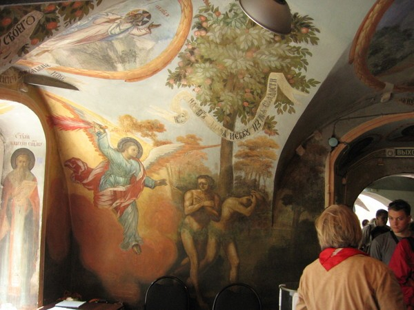 Изгнание Адама и Евы из рая — роспись на стене церкви Димитрия на Крови