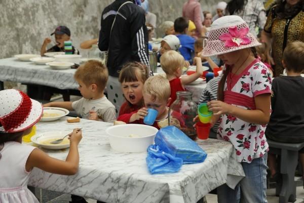 60. Обед в паломнической трапезной.
