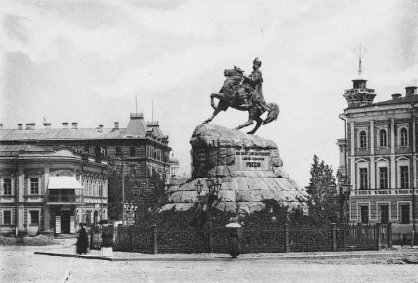 Софийская площадь в Киеве. Место убийства графа Келлера.