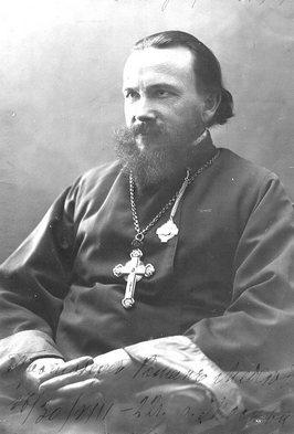 Протоиерей Роман у храма святителя Алексия. 1920-е годы