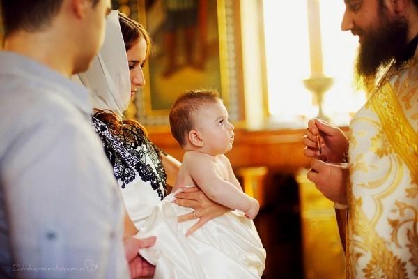 Для чего крестят детей в церкви