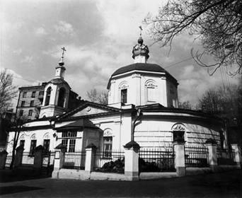 Храм Покрова Божией Матери на Лыщиковой горе в Москве, где находится рака с мощами священноисповедника Романа