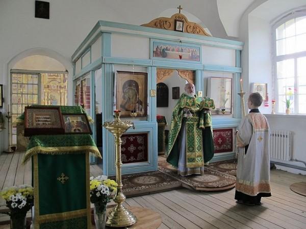 В монастыре ежедневно совершается литургия