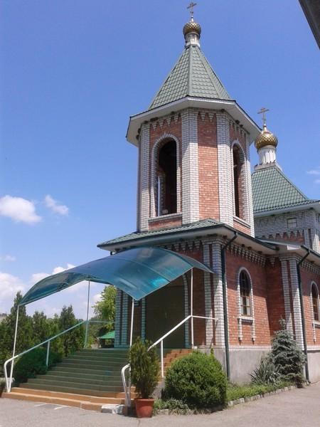 Храм святого Александра Невского, станица Александровская. Прежний был больше и стоял в центре станицы.
