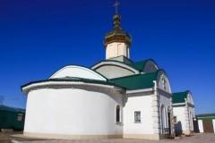 Возле храма в Луганске снова идет бой, здание повторно пострадало