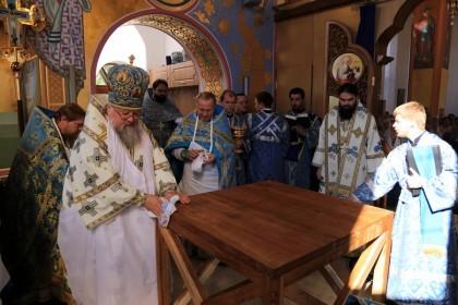 Митрополит Донецкий и Мариупольский Иларион: Идя со святым антиминсом вокруг храма, мы слышали взрывы
