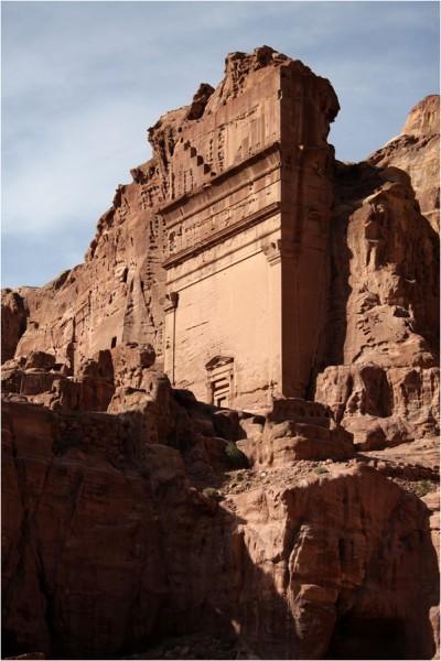Наиболее величественные сооружения Улицы Фасадов в Петре — захоронения набатейских царей