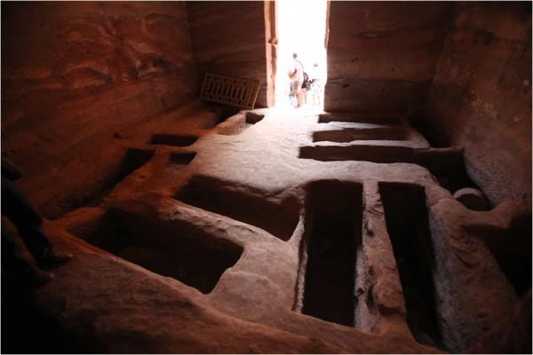 Петра. Семейный склеп, высеченный в скале.