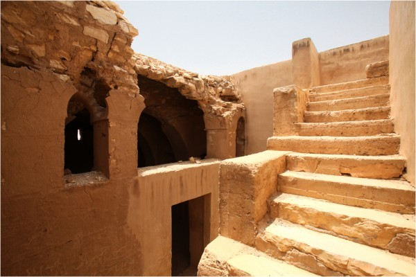 Каср-аль-Харрана, лестница и помещения второго этажа