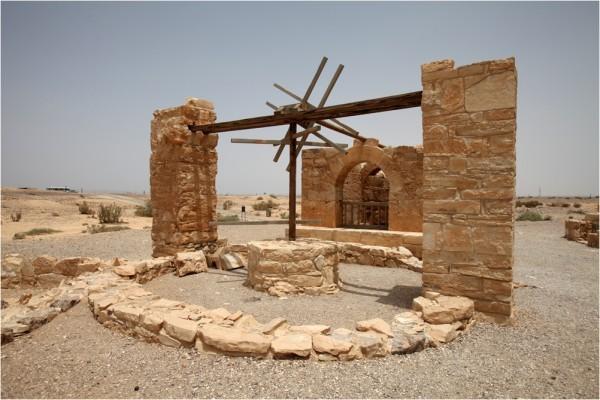 Кусейр-Амра, колодец с подъёмным механизмом, который приводили в движение запряжённые ослы