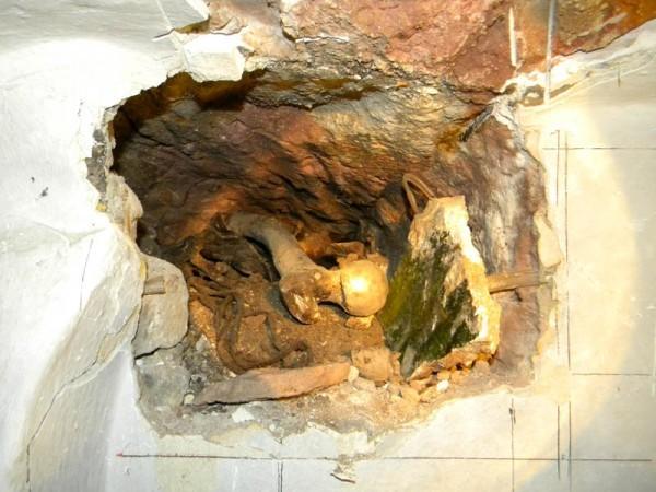 В пещерах Киево-Печерской Лавры обнаружено неизвестное захоронение