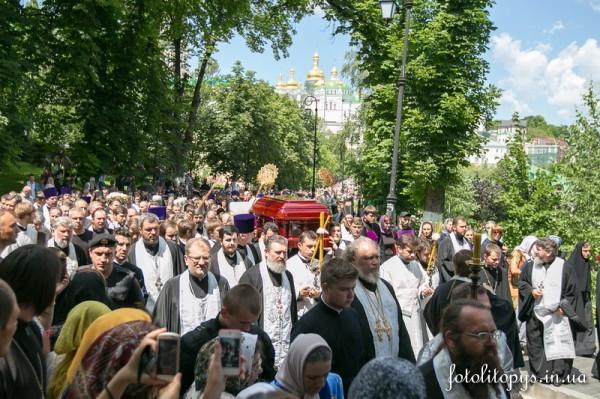 Pogrebenie_Predstoiatelia_UPTC_Mitropolita_Vladimira_Sabodana_03_1