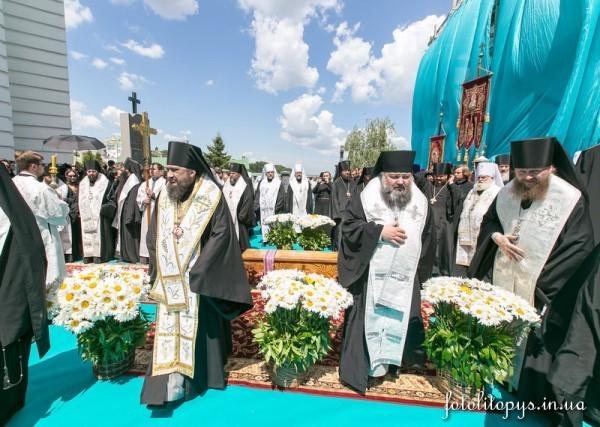 Pogrebenie_Predstoiatelia_UPTC_Mitropolita_Vladimira_Sabodana_04_1