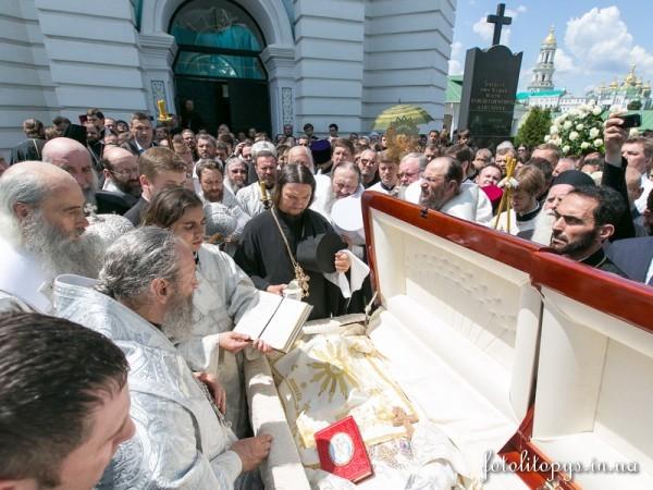Pogrebenie_Predstoiatelia_UPTC_Mitropolita_Vladimira_Sabodana_05_1