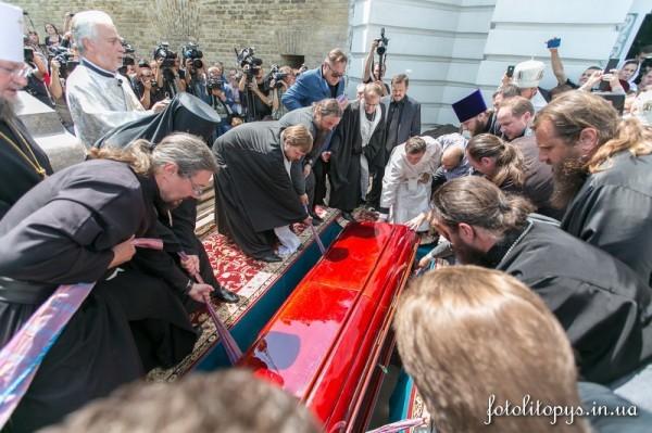 Pogrebenie_Predstoiatelia_UPTC_Mitropolita_Vladimira_Sabodana_06_1