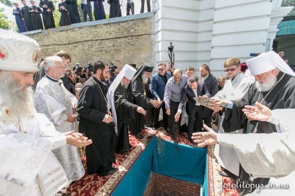 Pogrebenie_Predstoiatelia_UPTC_Mitropolita_Vladimira_Sabodana_08_1