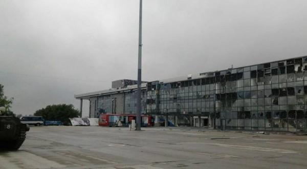 Аэропорт в Донецке после артобстрела