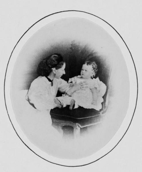 Принцесса Елизавета с мамой, принцессой Алисой, 1865 год
