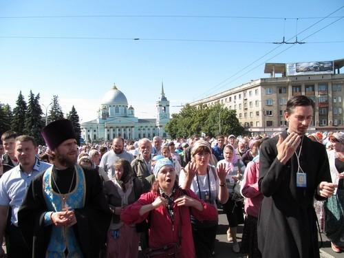 В Курской епархии прошел крестный ход с сурдопереводом